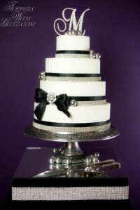 Bonbons M B&amp;W cake-resized